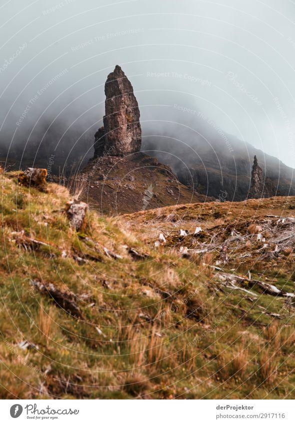 Old Man of Storr im Nebel auf Isle of Skye IV Ausflug Tourismus Abenteuer Ferien & Urlaub & Reisen Berge u. Gebirge wandern Umwelt Ferne Natur Freiheit Nordsee