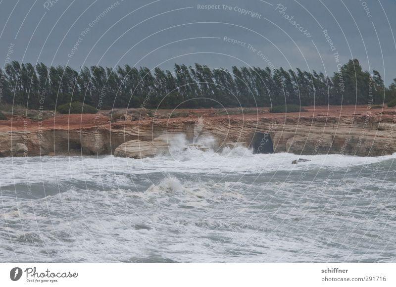 Wellenbad Umwelt Natur Landschaft Urelemente Erde Wasser Wolken Gewitterwolken schlechtes Wetter Unwetter Wind Sturm Küste Bucht Meer bedrohlich dunkel trist
