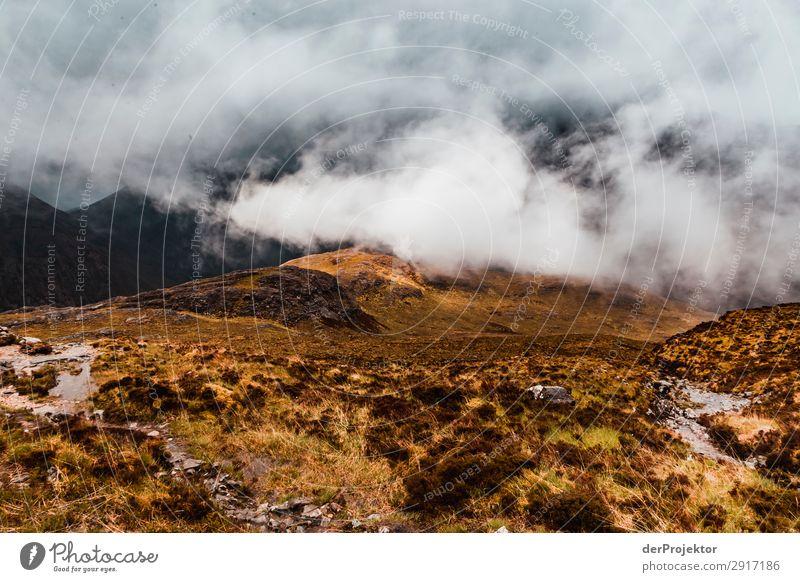 Isle of Skye am Tag Ferien & Urlaub & Reisen Natur Pflanze Landschaft Tier Ferne Berge u. Gebirge Umwelt Frühling Tourismus Freiheit Felsen Ausflug Regen