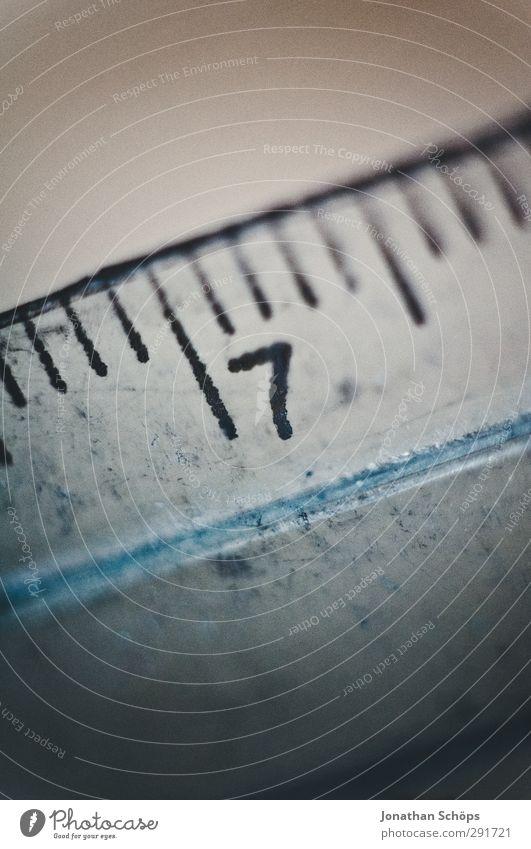 7 grau klein Linie Ziffern & Zahlen Zeichen Symbole & Metaphern Kunststoff durchsichtig Werkzeug messen filigran Messinstrument reduziert Länge Lineal