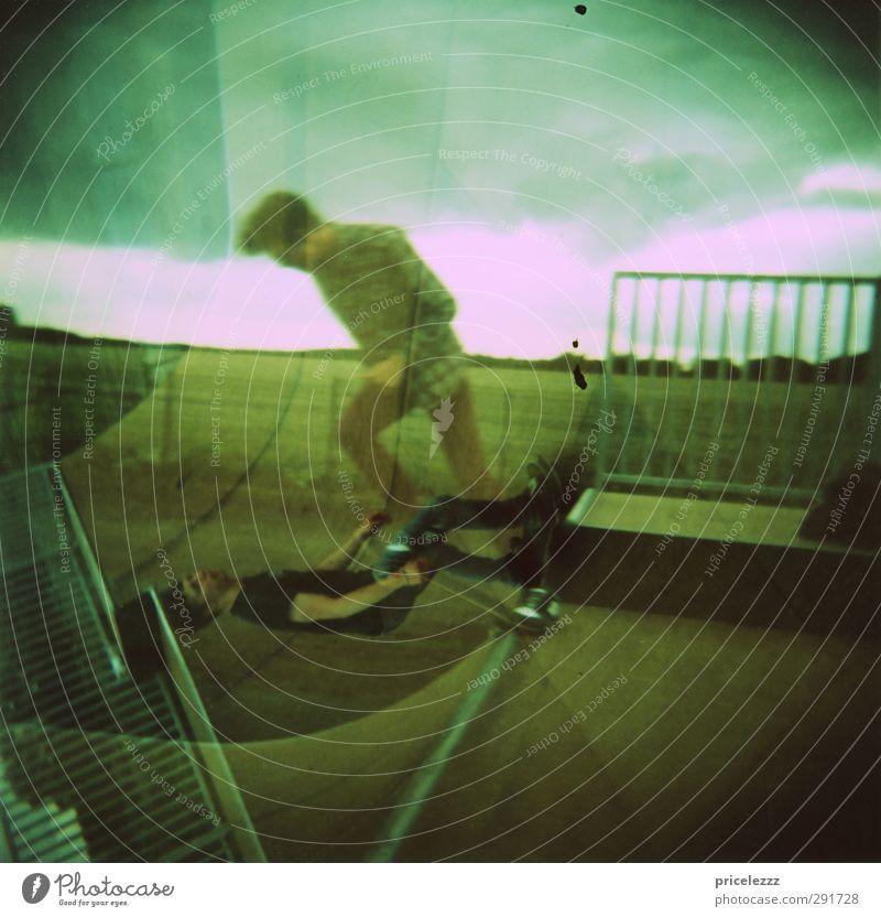 Skate Skateboard Mensch maskulin 2 18-30 Jahre Jugendliche Erwachsene Kreuz ästhetisch sportlich trendy Geschwindigkeit Stadt Doppelbelichtung Farbfoto