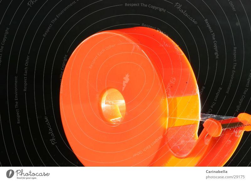 Kleberolle II orange rund Statue Klebstoff Klebeband Kunst Kultur
