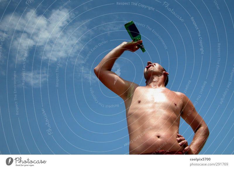Der letzte Tropfen Mensch Himmel Natur Jugendliche blau Meer Wolken Erholung Erwachsene Umwelt 18-30 Jahre Körper Haut maskulin Freizeit & Hobby Glas