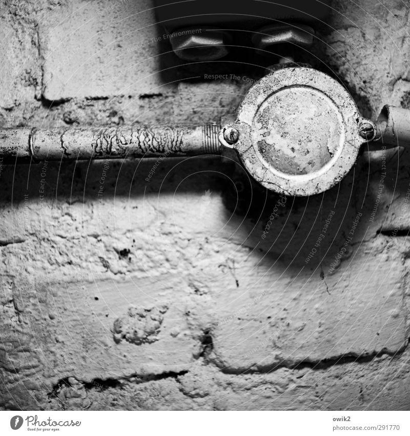 Hardware Technik & Technologie Energiewirtschaft Verbindung Kabel Dose Schraube porös Mauer Wand alt bedrohlich dunkel historisch Krankheit nah rund trashig
