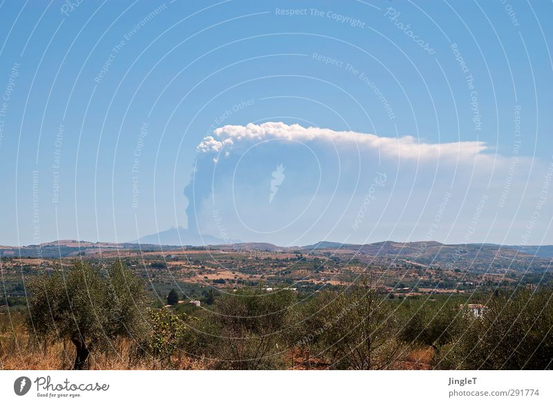 Starker Raucher! Himmel Natur blau grün weiß Sommer Pflanze Landschaft Ferne Umwelt Berge u. Gebirge grau braun Feld Erde gefährlich