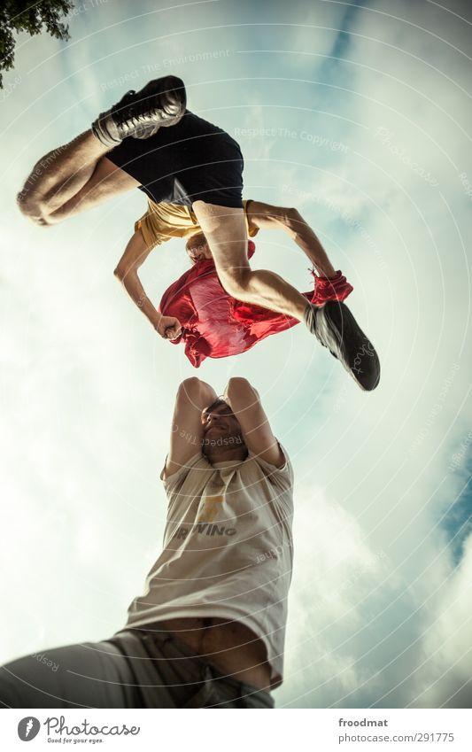 sprunggelenk Mensch Mann Jugendliche Freude Erwachsene Junger Mann Sport Bewegung springen maskulin Kraft wild bedrohlich T-Shirt Fitness Schutz