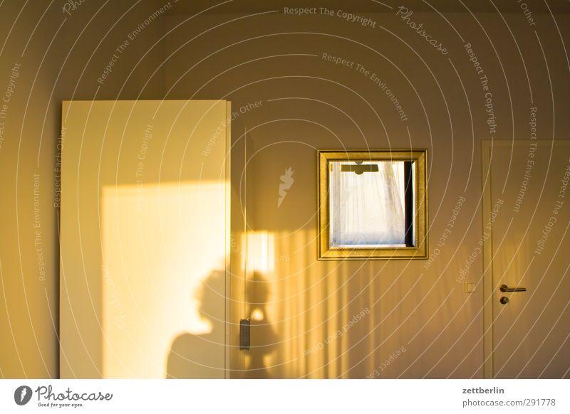 Goldenes Licht gold Herbst Herbstfärbung Jahreszeiten Sonne Tourismus wallroth Hotel Raum Innenarchitektur Schrank Möbel Wand Spiegel Schatten Hotelzimmer