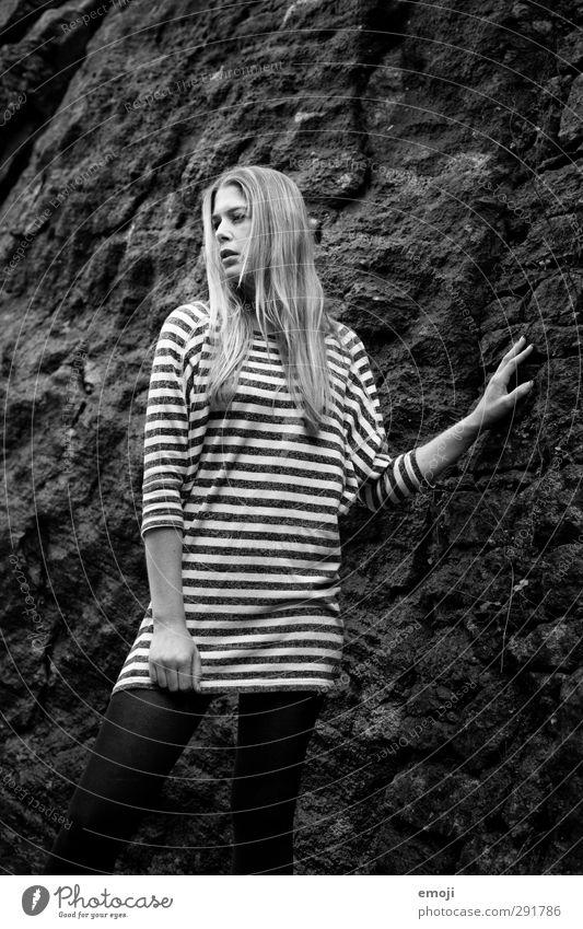 white stripes Mensch Jugendliche Erwachsene Junge Frau kalt feminin 18-30 Jahre Felsen Streifen trendy steinig Felswand
