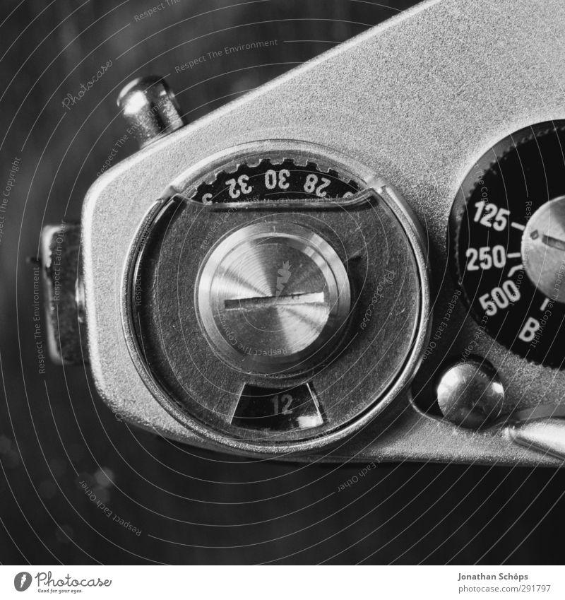 Einstellungssache I Zeichen Ziffern & Zahlen retro Fotokamera Fotografie Fototechnik analog Technik & Technologie Technikfotografie Detailaufnahme Einstellungen