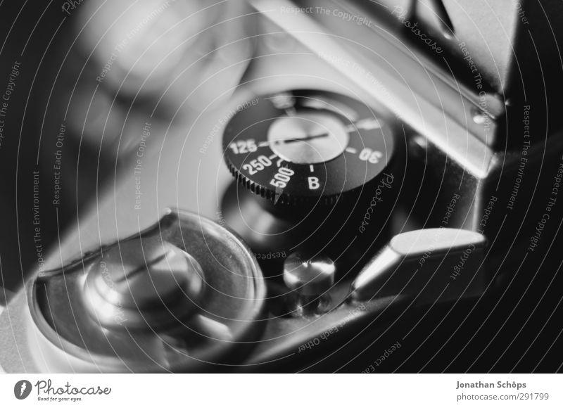 Einstellungssache II alt oben Metall Fotografie Technik & Technologie retro Ziffern & Zahlen rund Zeichen Fotokamera Neigung Rad analog Technikfotografie drehen Fotograf