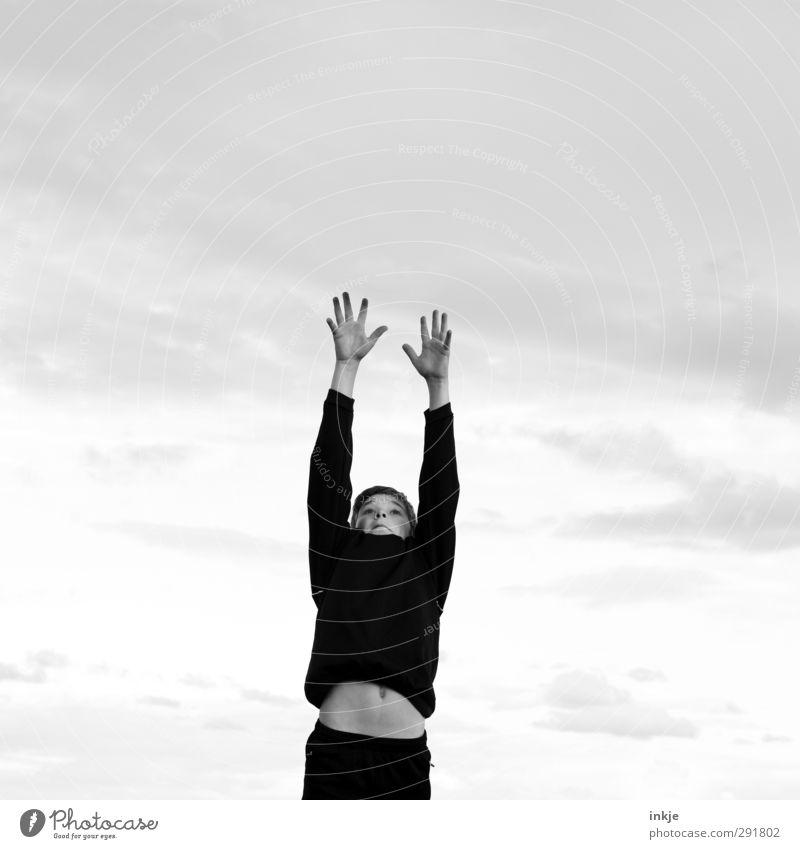 Neuer Nachwuchs Freude Freizeit & Hobby Spielen Kinderspiel Sportler Torwart Erfolg Fußball Junge Kindheit Leben Oberkörper 1 Mensch 8-13 Jahre Himmel Wolken