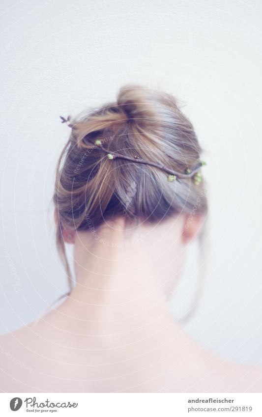 frühblüher. Mensch Jugendliche schön Einsamkeit Erwachsene Junge Frau Herbst feminin Gefühle Frühling Haare & Frisuren 18-30 Jahre träumen Männlicher Akt blond