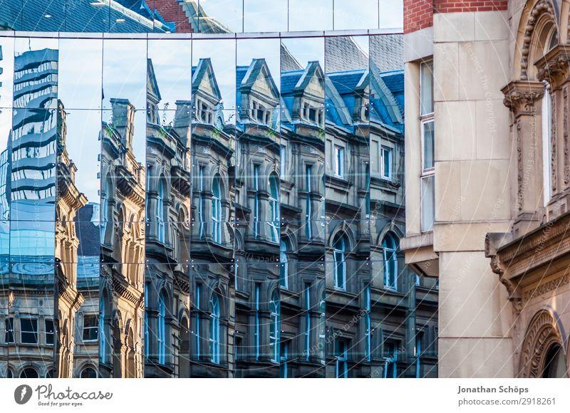 Glasfassade mit Spiegelung in Leeds, England Stadt Stadtzentrum Bauwerk Gebäude Architektur Fassade ästhetisch Großbritannien Reflexion & Spiegelung häufig