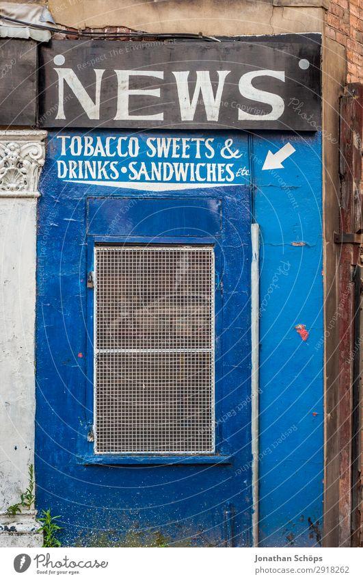 Fassade Ladengeschäft Kiosk Stadt Architektur Handel England Großbritannien Leeds Zeitung Tabak Tabakwaren Süßwaren Getränkebude Ladenfront Belegtes Brot