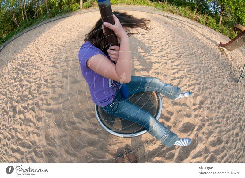 Schwindelfrei Mensch Kind Jugendliche Hand Sommer Mädchen Freude Junge Frau Umwelt feminin Spielen Bewegung Haare & Frisuren Freiheit Sand Kopf
