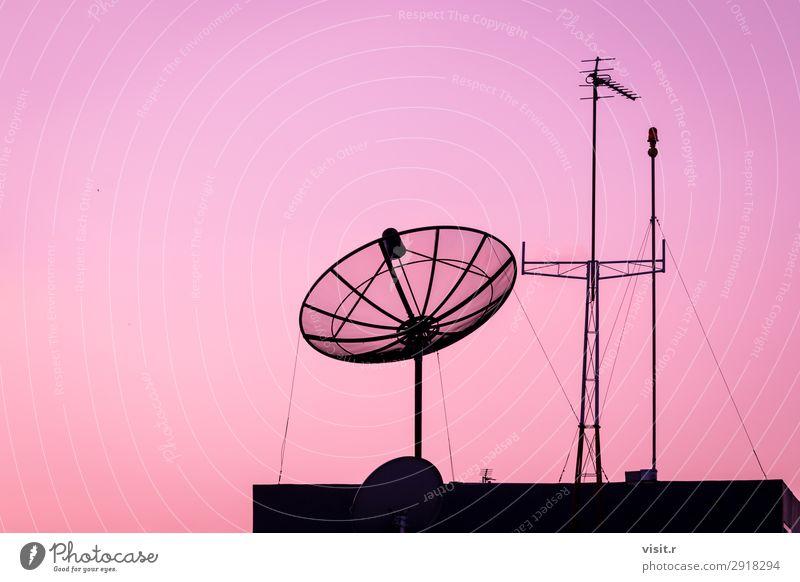 Satellitenschüssel und Fernseh- oder Telekommunikationsantenne Haus Business Telefon Handy Technik & Technologie Informationstechnologie Internet Medien