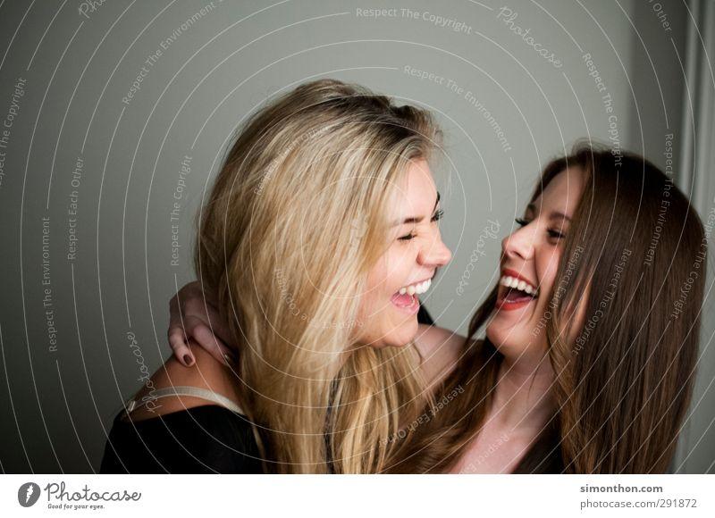 Friends Geburtstag Studium Student Team Feierabend feminin Geschwister 2 Mensch 18-30 Jahre Jugendliche Erwachsene brünett blond Freude Glück Fröhlichkeit