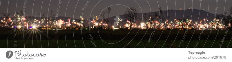 Funkenwelt Lifestyle Feste & Feiern glänzend Fröhlichkeit Veranstaltung Silvester u. Neujahr positiv Feuerwerk Kleinstadt Nachtleben Nachthimmel mehrfarbig Kultur Stadt Nacht