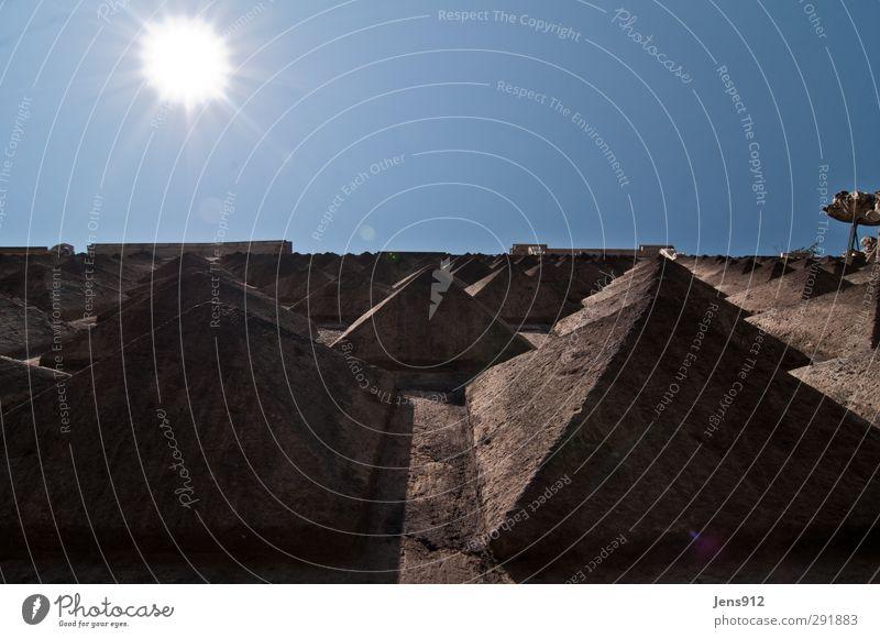 Pyramidenfassade Haus Kirche Bauwerk Architektur Mauer Wand Fassade Stein eckig Spitze stachelig blau braun grau schwarz Kraft Mut Sehnsucht Neapel Gesù Nuovo
