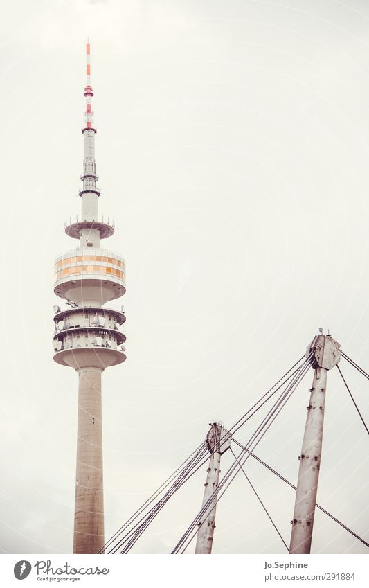 tomorrow my friend Stadt Architektur grau hoch Kommunizieren trist Turm München Bauwerk Wahrzeichen Surrealismus Sehenswürdigkeit Fernsehturm