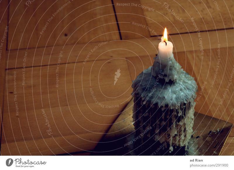 there will be a light Stil Design Häusliches Leben Dekoration & Verzierung Raum Kerze Kerzenschein Kerzenständer Kerzenflamme Wachs Boden Parkett elegant Wärme