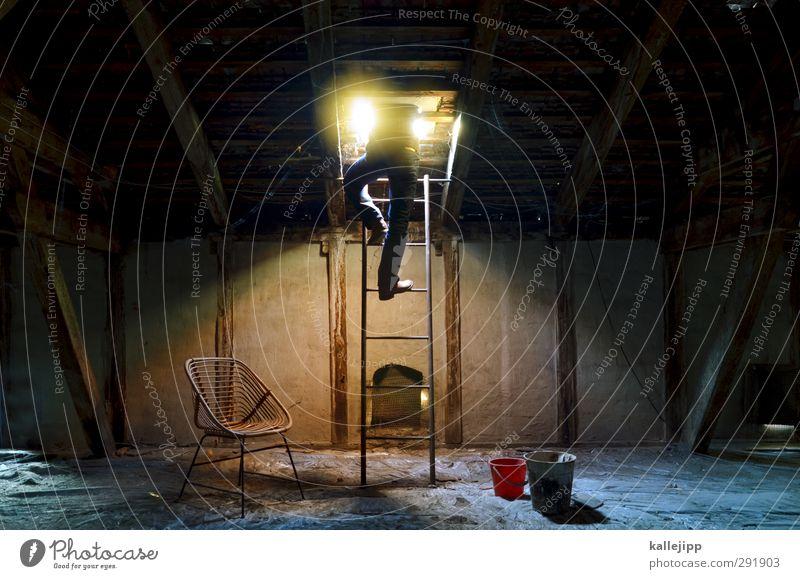 karriereleiter Mensch maskulin Mann Erwachsene Körper 1 Haus Fenster alt Luke Leiter resignieren Futurismus Kot Dachboden Altbau aufmachen direkt Eimer Wohnung