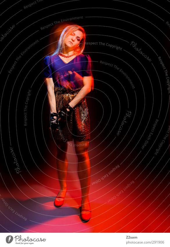 modefoto elegant Stil feminin Junge Frau Jugendliche 18-30 Jahre Erwachsene Rock Schmuck handschuhe blond langhaarig stehen Coolness schön modern dünn blau rot