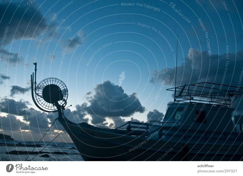 Vorbau Schifffahrt Fischerboot dunkel Wasserfahrzeug Schiffsdeck Schiffswrack Schiffsrumpf Garnspulen Konstruktion Antenne Seil Himmel Wolken Abenddämmerung