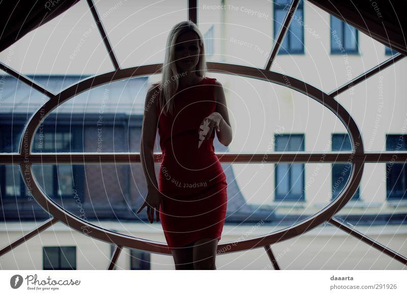 Mensch Frau Jugendliche schön rot Erwachsene Junge Frau feminin Erotik grau 18-30 Jahre träumen elegant Fröhlichkeit verrückt ästhetisch