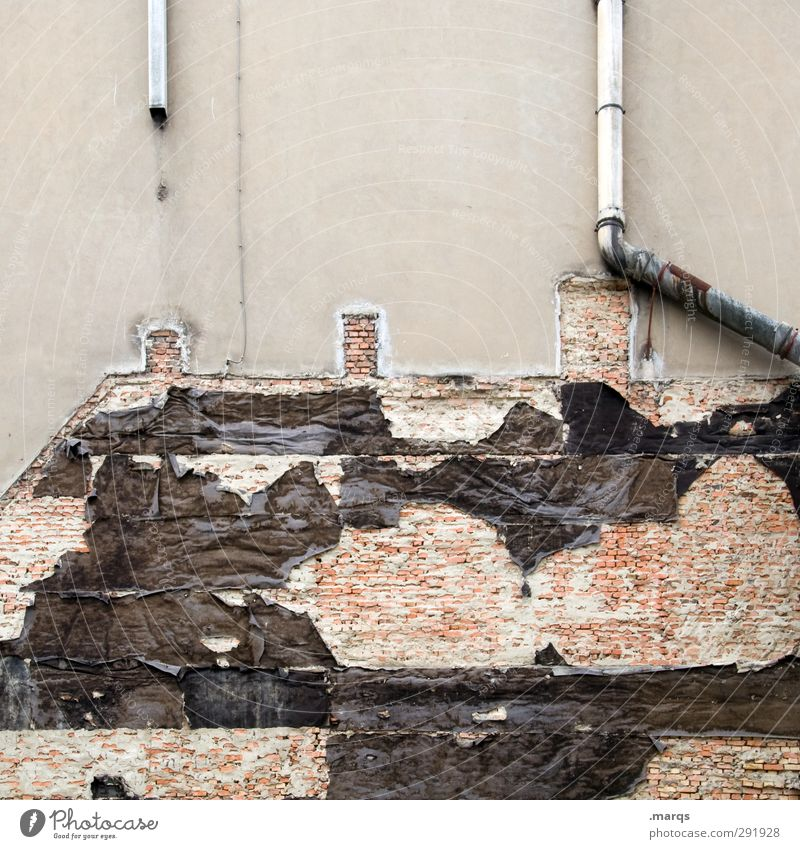 Rest Baustelle Architektur Ruine Umbauen Renovieren Mauer Wand Fassade Schornstein Regenrinne alt kaputt Wandel & Veränderung Zerstörung Farbfoto Außenaufnahme