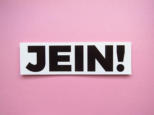 JEIN! Schriftzeichen Schilder & Markierungen Kommunizieren rosa schwarz weiß Gefühle unentschlossen unsicher Wankelmut Jein Farbfoto Studioaufnahme Menschenleer