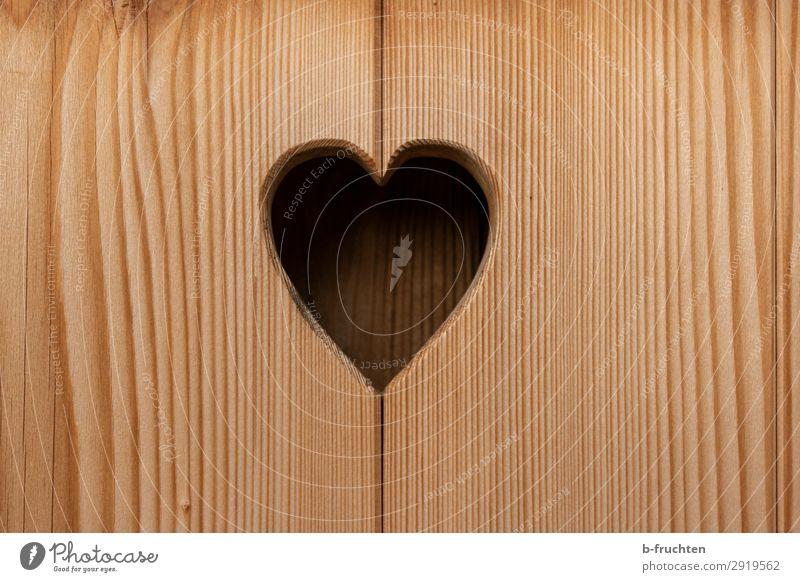 Herzig Holz Zeichen beobachten Freundschaft Liebe Verliebtheit herzförmig Holzbrett Loch Fenster Balken Farbfoto Außenaufnahme Menschenleer Tag