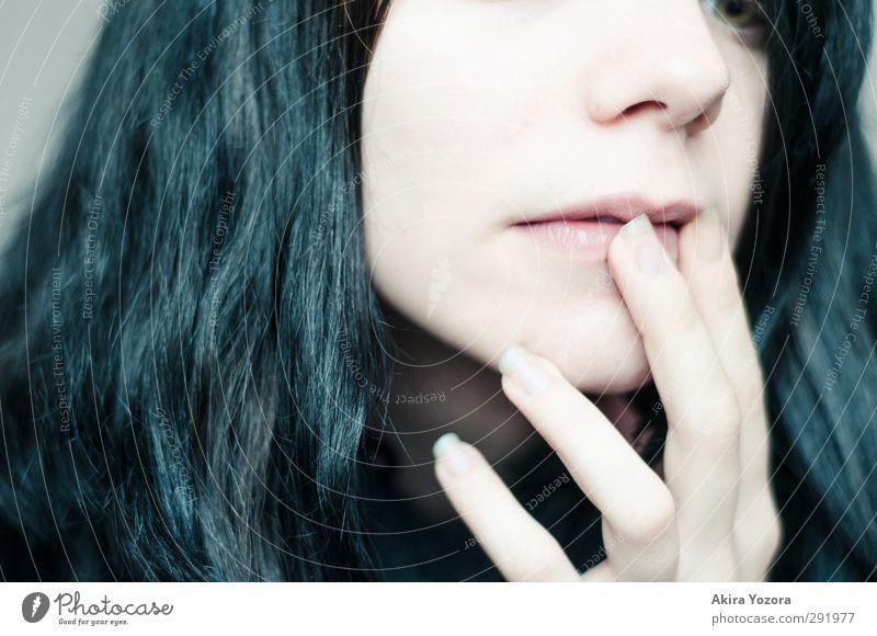 Mal überlegen... Jugendliche schwarz Erwachsene feminin 18-30 Jahre Denken rosa Finger planen berühren Lippen langhaarig Irritation schwarzhaarig Rätsel geduldig