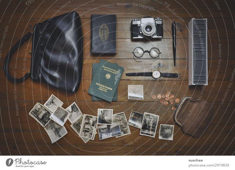 Inhalt Ferien & Urlaub & Reisen Reisefotografie Ausflug früher retro Stil Lifestyle Handtasche Fotokamera Brille Reisepass Fotografie Erinnerung analog