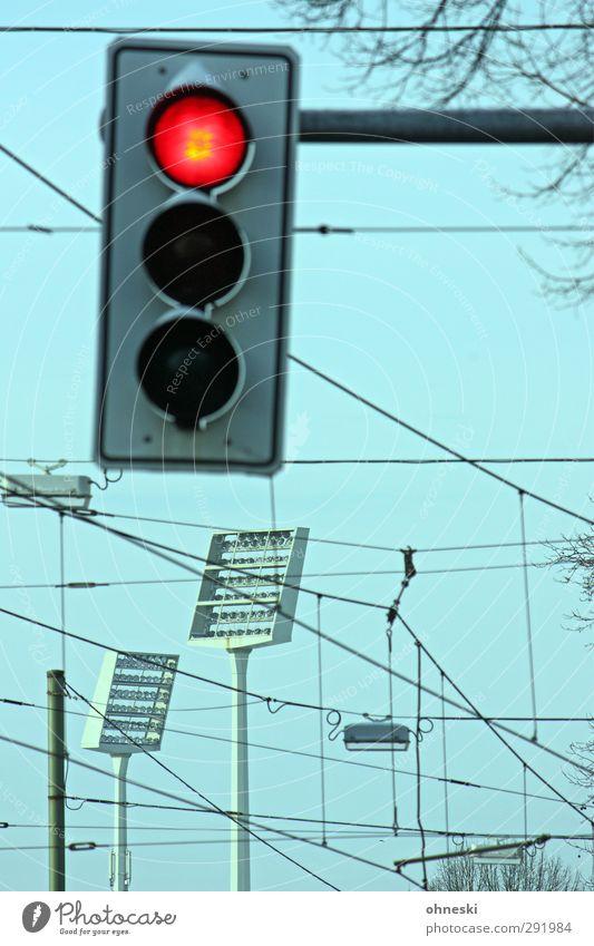 Abstiegskampf... Stadion Flutlicht Ampel Straßenbahn Verkehrszeichen unbeständig chaotisch Leidenschaft Stadt Fan Erwartung Elektrizität Farbfoto Außenaufnahme