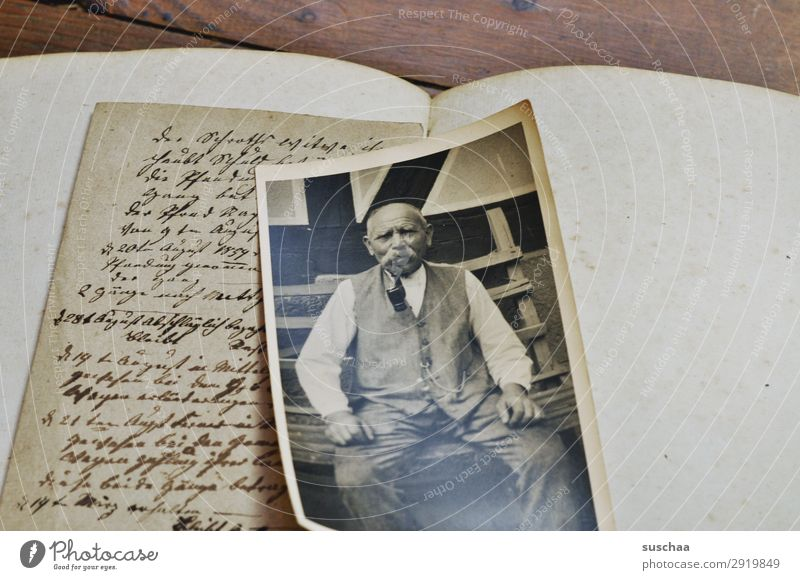 alte geschichten Fotografie Fotografieren analog Erinnerung Nostalgie Trauer Familienalbum Vergangenheit Vergänglichkeit Kindheit Erbe verlieren Sehnsucht