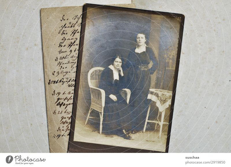 alte geschichten Fotografie Fotografieren analog Erinnerung Nostalgie Trauer Familienalbum Vergangenheit Vergänglichkeit Kindheit Erbe bewahren verlieren