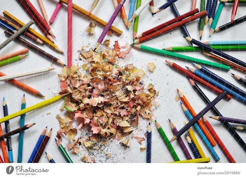 bunte buntstifte (2) zeichnen Zeichenstift Farbstift Künstler chaotisch durcheinander dreckig anspitzen Spitze Späne Holz mehrfarbig Schule Kindererziehung Büro