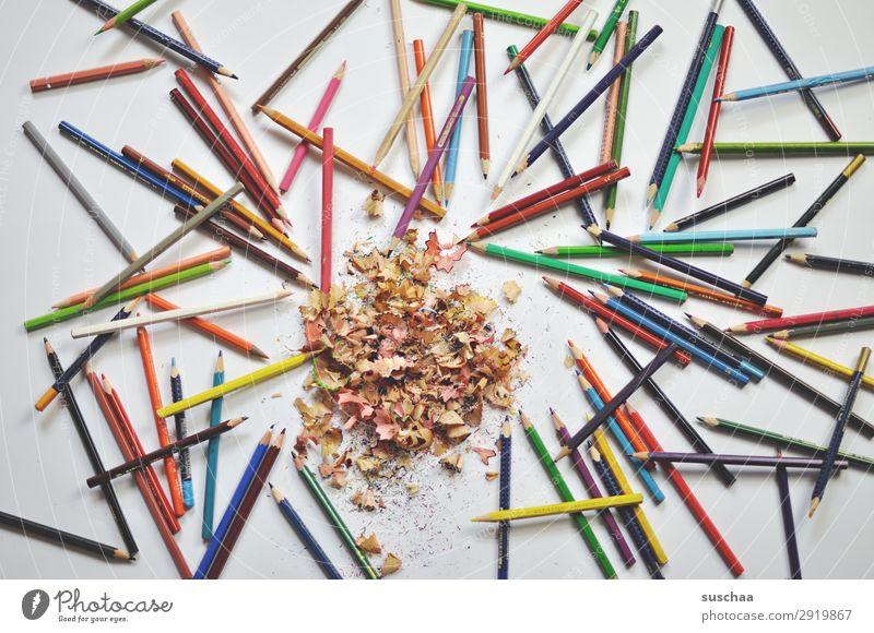 bunte buntstifte zeichnen Zeichenstift Farbstift Künstler chaotisch durcheinander dreckig anspitzen Spitze Späne Holz mehrfarbig Schule Kindererziehung Büro