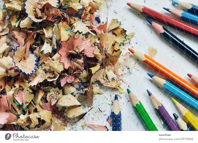 stifte anspitzen (3) zeichnen Zeichenstift Farbstift Künstler chaotisch durcheinander dreckig Spitze Späne Holz mehrfarbig Schule Kindererziehung Büro