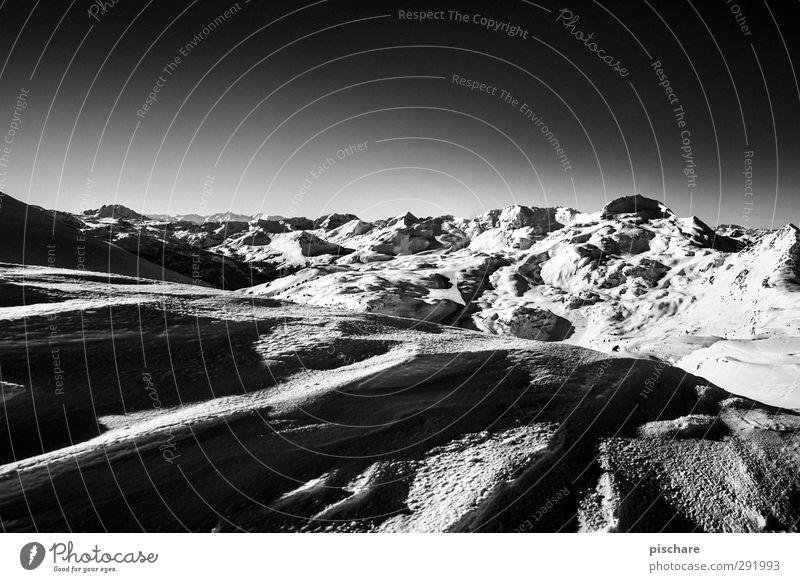 Alpin Winter Landschaft dunkel Berge u. Gebirge kalt Schnee Abenteuer Schneebedeckte Gipfel