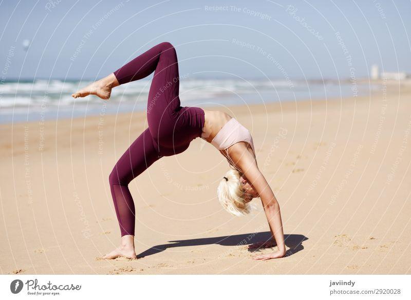 Frau Mensch Natur Jugendliche Junge Frau Sommer schön Meer Erholung Strand 18-30 Jahre Lifestyle Erwachsene Leben feminin Sport