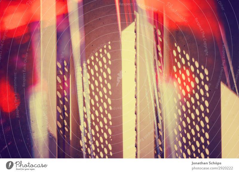 abstrakte Metallgitter mit roten Lichtern Wissenschaften Computer Informationstechnologie retro blau schwarz Weltall Hintergrundbild Laser Prisma
