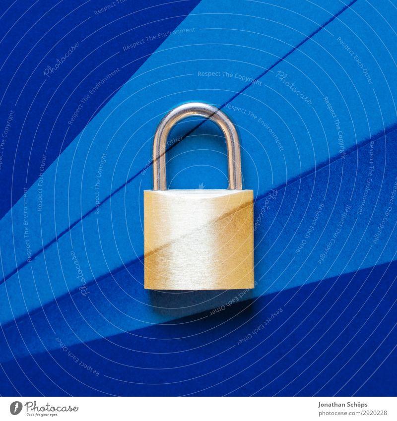 Schloss als Symbol für Datenschutz Doppelbelichtung mit Papier Datenträger Datenübertragung dsgvo verschlüsselt Europa Gesetze und Verordnungen Kennwort