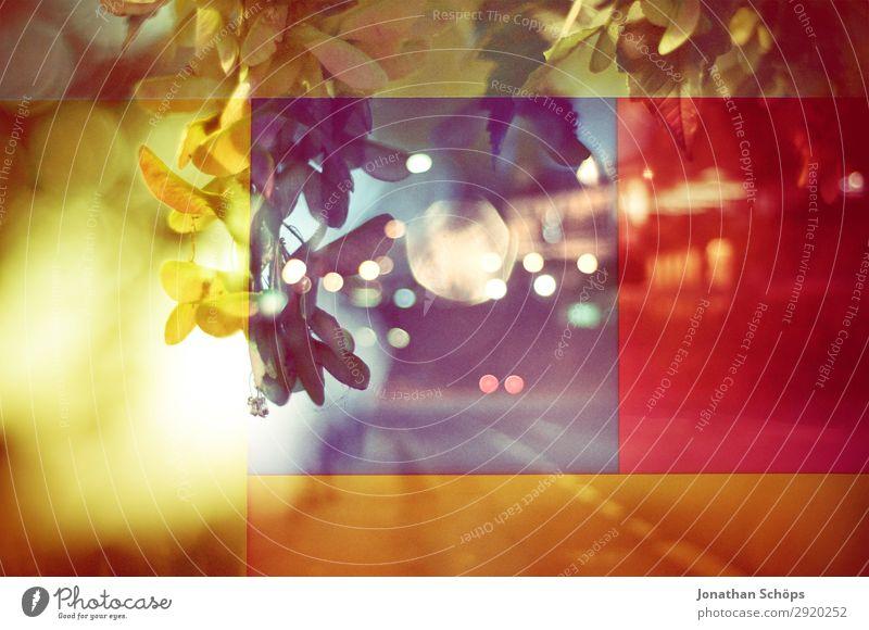 grafisches Hintergrundbild mit Straße und Blättern Natur blau Stadt rot Blatt Leben gelb Stadtleben ästhetisch Coolness graphisch Doppelbelichtung Rahmen