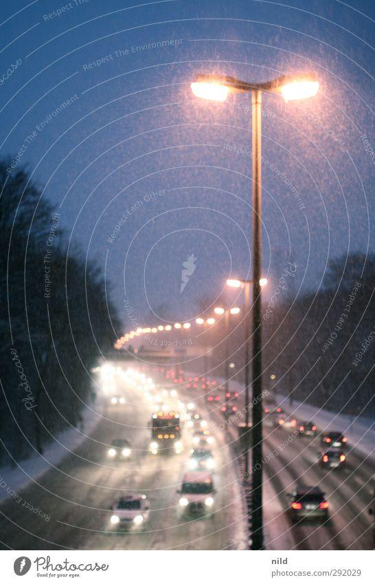 Feierabendverkehr II Himmel blau Stadt rot Winter Umwelt kalt Straße Schnee Schneefall PKW Eis Park Wetter Verkehr Brücke