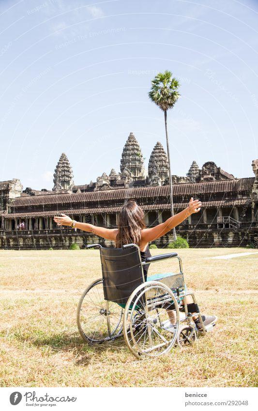 Rollstuhlreise zum Angkor Wat Frau Mensch Behinderte Ferien & Urlaub & Reisen Reisefotografie Wunde sitzen Asien Mobilität Kambodscha Weltreise