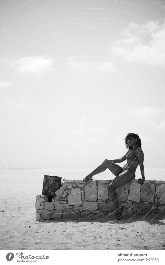 Fata Morgana Mensch Jugendliche Ferien & Urlaub & Reisen schön Sommer Sonne Meer Strand Erwachsene Ferne Wärme feminin Erotik Freiheit 18-30 Jahre Stil
