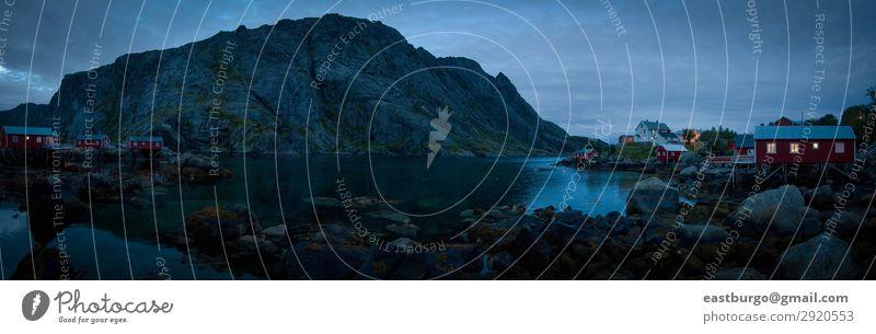 Ein stimmungsvolles Dorf in der Abenddämmerung auf Lofoton Island. schön Ferien & Urlaub & Reisen Tourismus Meer Insel Berge u. Gebirge Natur Landschaft Himmel