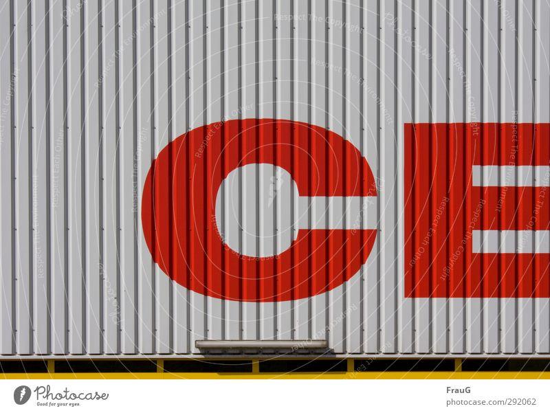 der Anfang vom Center Stadt rot gelb grau Gebäude Metall Fassade Schriftzeichen kaufen Handel gestreift Einkaufszentrum